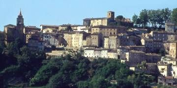 AMANDOLA, Marche, FM, Italy A winding climb takes you up to the ridge on which this pretty town perches, just beneath the eastern face of the Sibillini mountains. Make your way up to the main square, the porticoed Piazza del Risorgimento, which stands almost at the top.