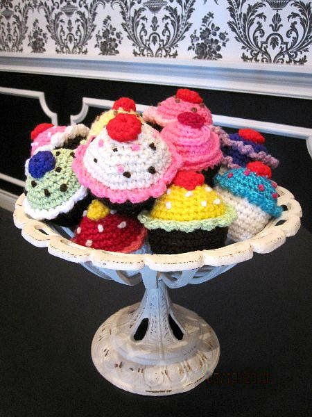 Fat-free, sugar-free, crochet cupcakes fit any diet