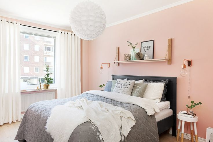 Peach-pink wall in bedroom