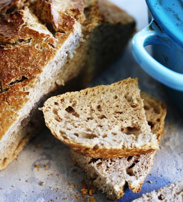 Hvorfor købe dyrt brød hos bageren, når du selv kan bage det lækreste brød til alle dagens måltider? Her får du opskriften på et sprødt grydebrød, så frem med forklædet og kom i gang!