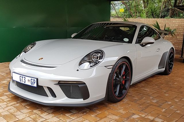 How good does the Porsche 991.2 GT3 look in Crayon? This one is a manual too making it that much better    Thanks to @byron_vorster for submitting this shot! I will share more in my Stories shortly   #SouthAfrica #Zero2Turbo #ExoticSpotSA #Porsche #Crayon #GT3