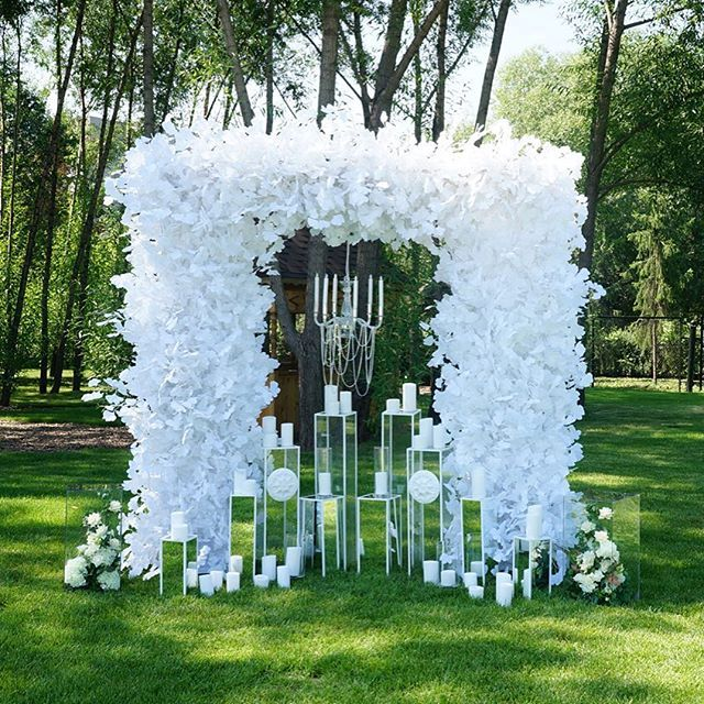 I love the idea of using the multi-level mirrored candle stands.....not so much the arch...