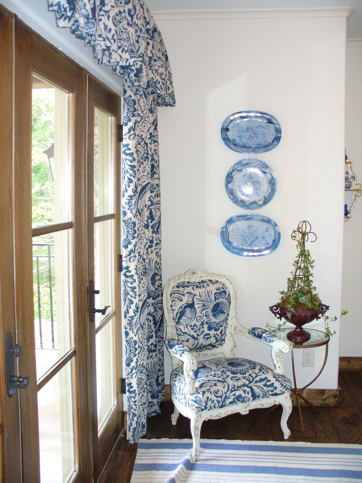 Blue bedroom using toile...LUV it!  Photo by Jan Seipel