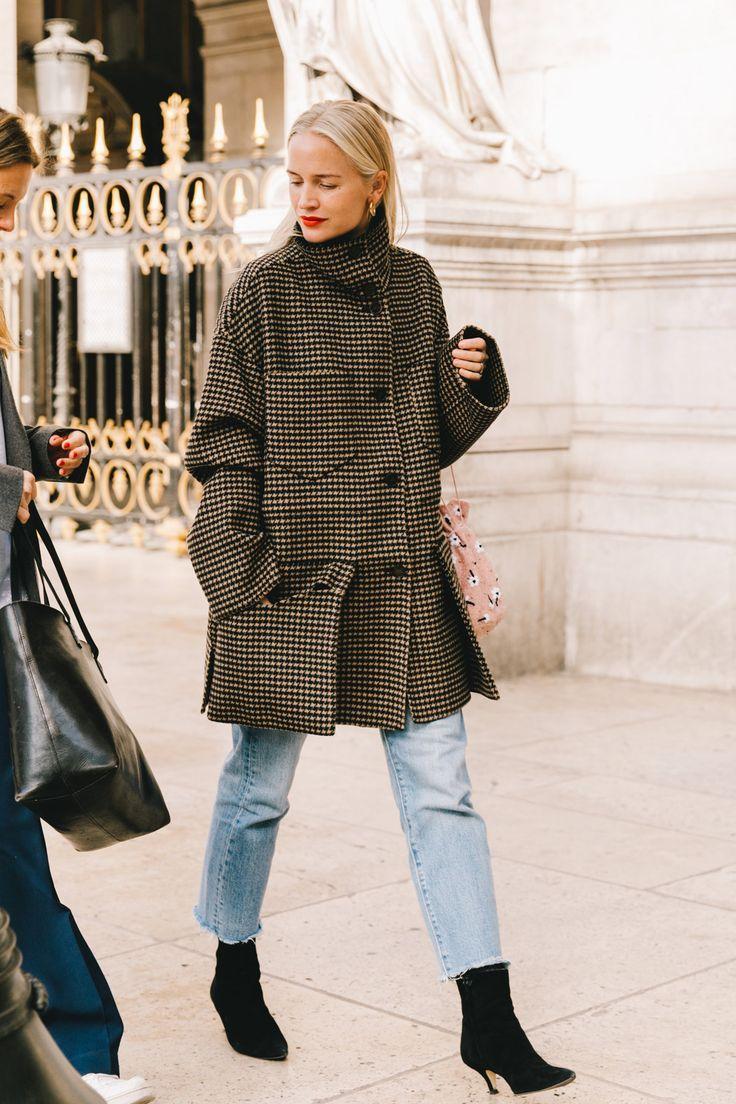 Street Style #PFW / Day 8: Die perfekte Anleitung zum Tragen von Hemden, Regenmänteln und Jeansjacken. © ️️ Fotografie: Diego Anciano / @collag …