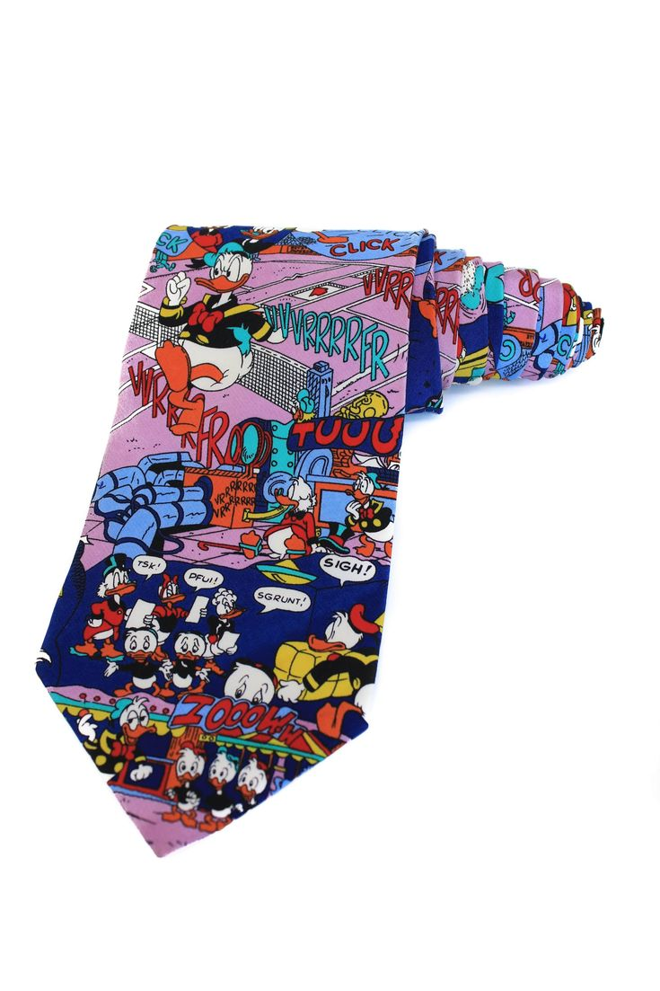 A collector's item vintage silk tie with Donald Duck and three nephews from Disney in collaboration with Tie Rack. 100% silk, made in Italy. The tie is in an excellent condition. Length: 146cm. Width: 9.5cm.