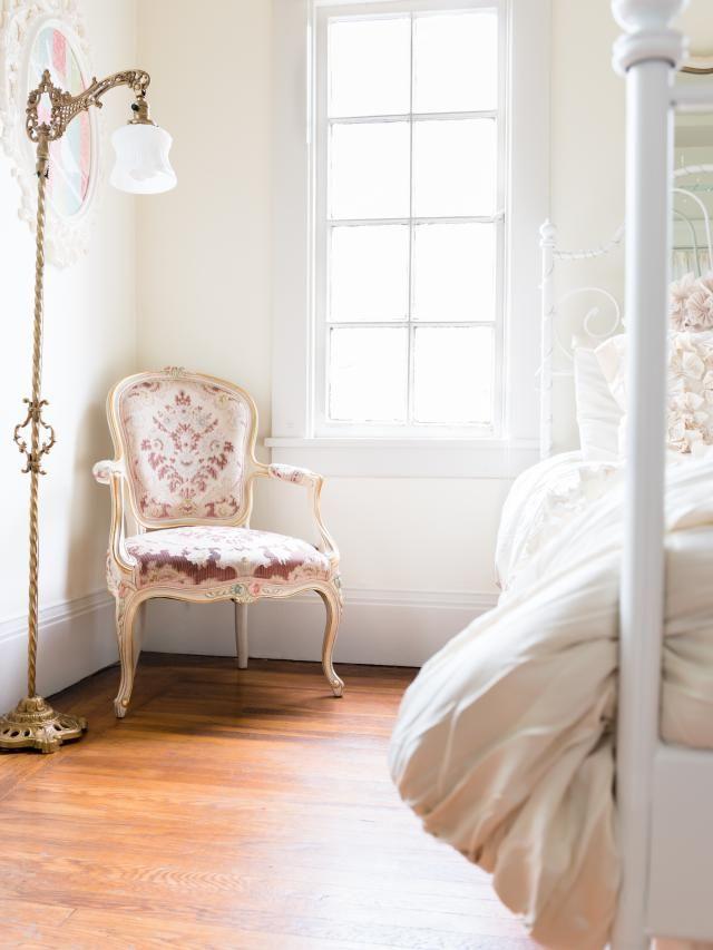 Questa poltrona da salotto vintage Luigi XV ha ispirato il tipo di arredamento che è andato in …