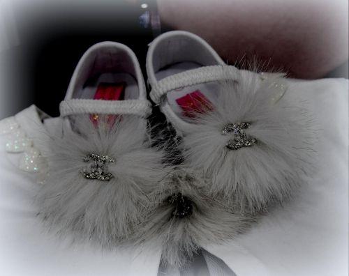 Παπουτσάκια αγκαλιάς στολισμένα με γούνες και cc μοτιφ  http://handmadecollectionqueens.com/Παπουτσακι-αγκαλιας-με-γουνα-και-cc-motif  #handmade   #fashion   #hugshoes   #kid   #storiesforqueens   #footwear