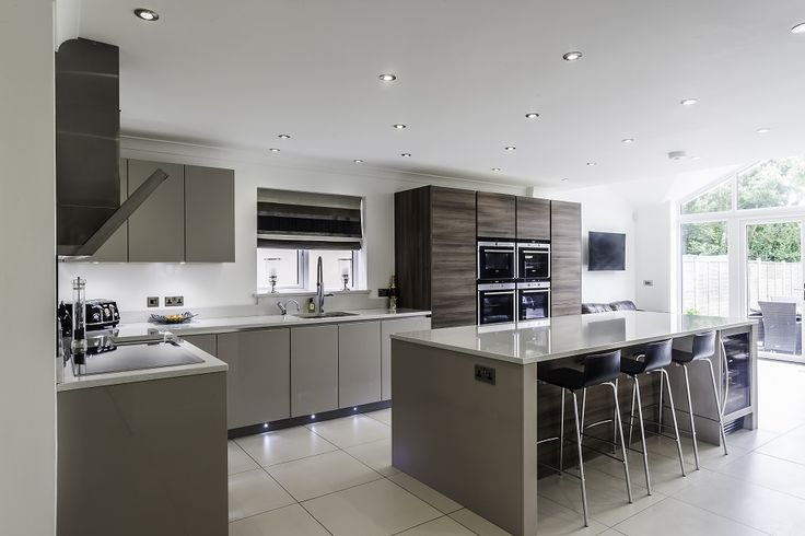 Gloss Cashmere & Grey Acacia Units, Siemens Appliances & Crystal Quartz White Worktops - Hutton Kitchens