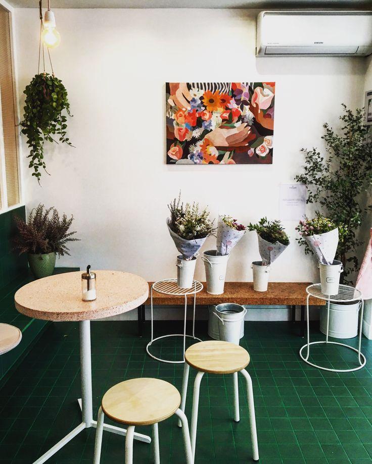 Peonies Paris, cute café in paris