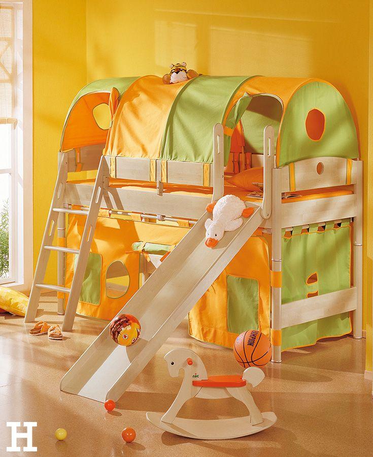 Da schlagen Kinderherzen höher. In diesem Bett ist es nicht nur kuschelig, man kann sich auch richtig austoben. #kinderzimmer #bett #hochbett #idee #möbel #inspiration