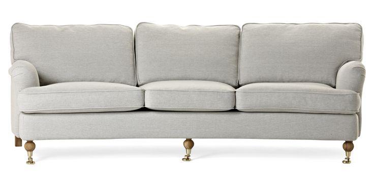 Watford är en svängd 3-sits soffa i komfort delux med fjäderblandning i sitsen och ryggen. Det är en klassisk howardsoffa med mjuka…