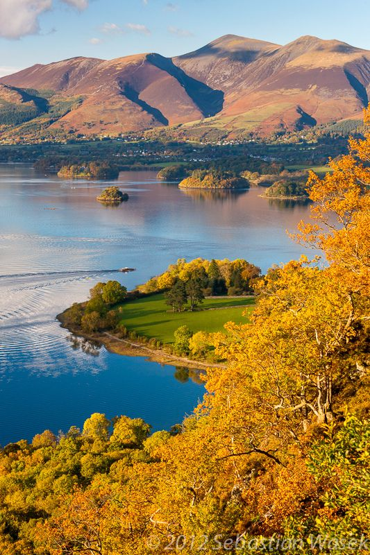 Skiddaw. Derwentwater viewed from Surprise View in the Lake District National Park, Keswick_ England