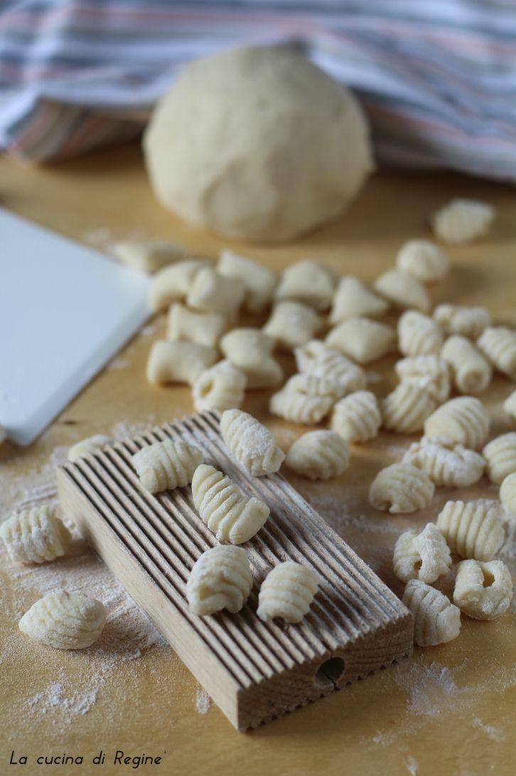 Gnocchi acqua e farina, la versione più veloce dei classici gnocchi con le patate, facili e buonissimi si prestano a qualsiasi preparazione