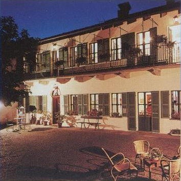 L'Ombra della Collina - Bed'n Breakfast - Bra CN, Italy. Another lovely place to stay in Piemonte.