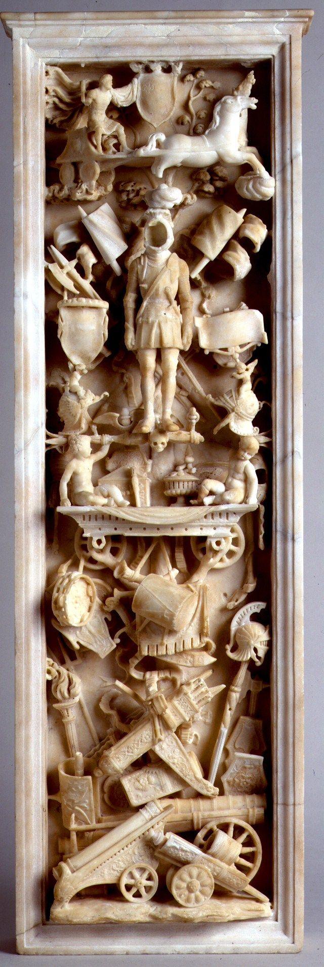 BUSTI AGOSTINO DETTO IL BAMBAJA circa 1520 allegorie di trionfi militari con armi e armature | Palazzo Madama Torino partie de monument funèbre de Gaston de Foix.