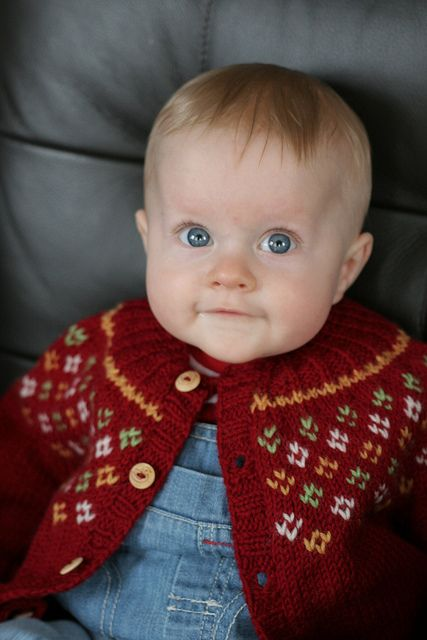Love this Baby Cardi! #free_pattern And this baby!!