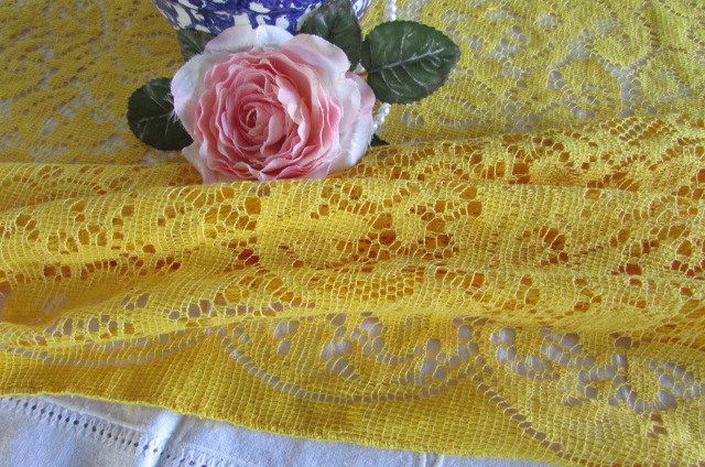 Vintage Golden Quaker Lace Tablecloth - Oblong Tablecloth - Quaker Lace Linen - 1970s - Romantic Home - Antique Lace - Yellow Lace by MomsGiftShoppe on Etsy