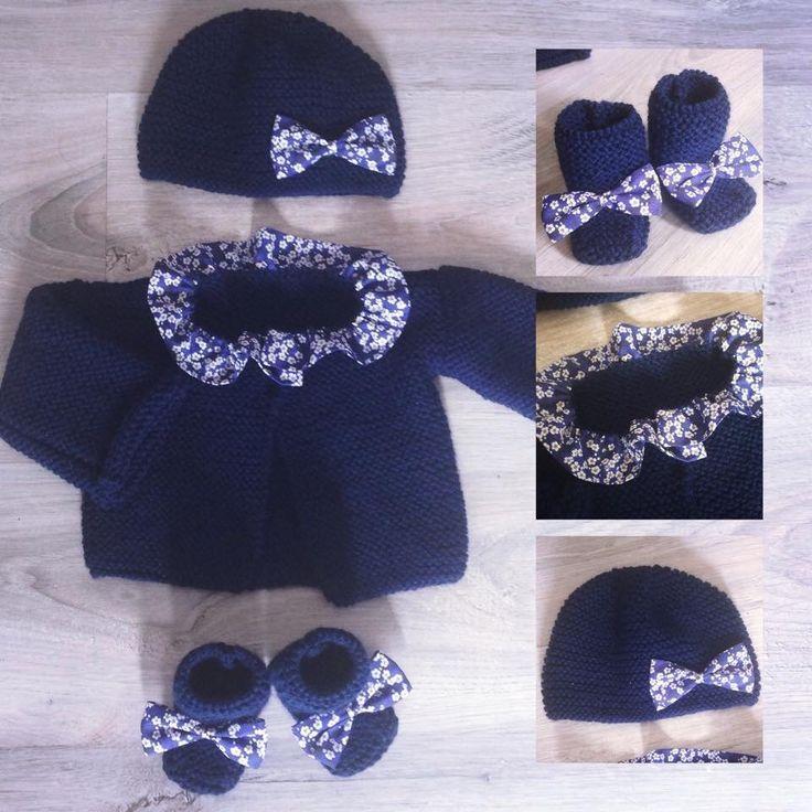 brassière et chaussons et bonnet fille en laine bleu marine et tissu  liberty mitsi 6b0fc887353
