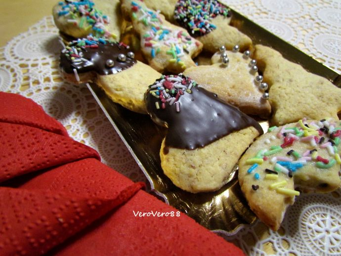 COOKIES with ALMONDS, CARDAMOM and CINNAMON - Biscotti alle mandorle, cardamomo e cannella #christmas #natale #cookies #biscuits #biscotti #cardamom #cardamomo #cannella #cinnamon #mandorle #almond #ricetta #recipe #VeroVero88