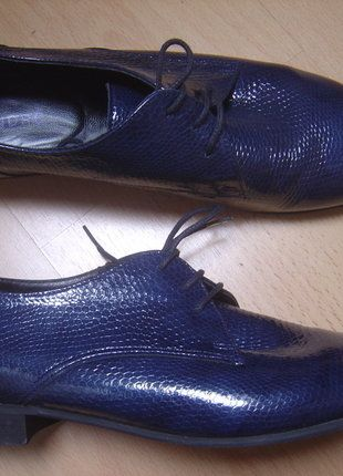 À vendre sur #vintedfrance ! http://www.vinted.fr/chaussures-femmes/derbies/28904422-andre-derbies-cuir-verni-bleu-pointure-40-excellent-etat