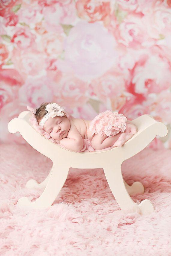 Curved Bench Newborn Prop Photography Prop von paisleycoutureframes