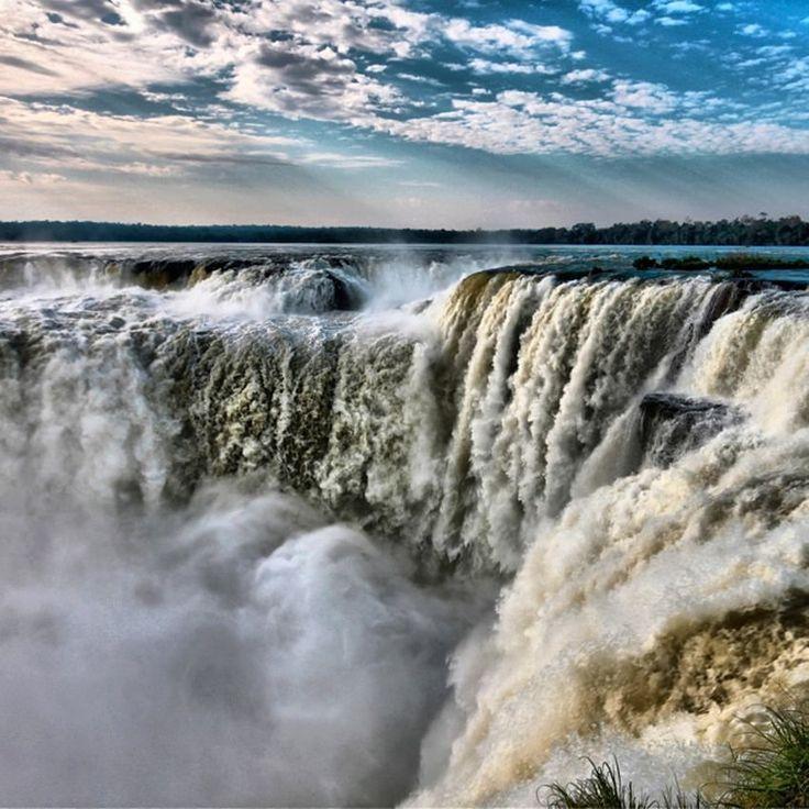 Arjantin Brezilya sınırında bulunan Iguazu Milli Parkı 2000 adet bitki türüne sahip. Fotoğraf: Lucio Sassi #kivi #Iguazu #nationalpark #parquenacional #waterfall #argentina #brazil #paisagem #paisajístico