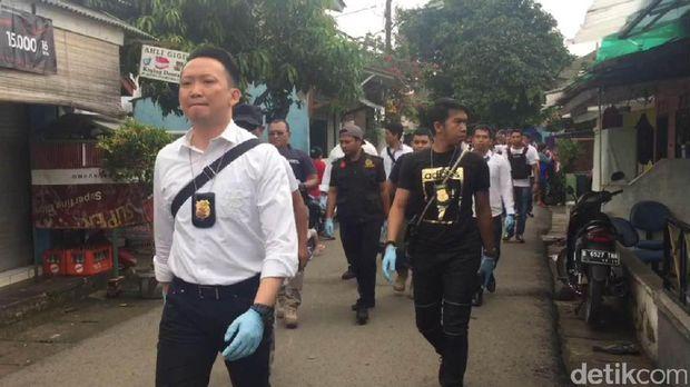 Polisi Buka Paksa Rumah Firza Husein, Tukang Kunci Dipanggil http://www.detik.pw/2017/02/polisi-buka-paksa-rumah-firza-husein.html
