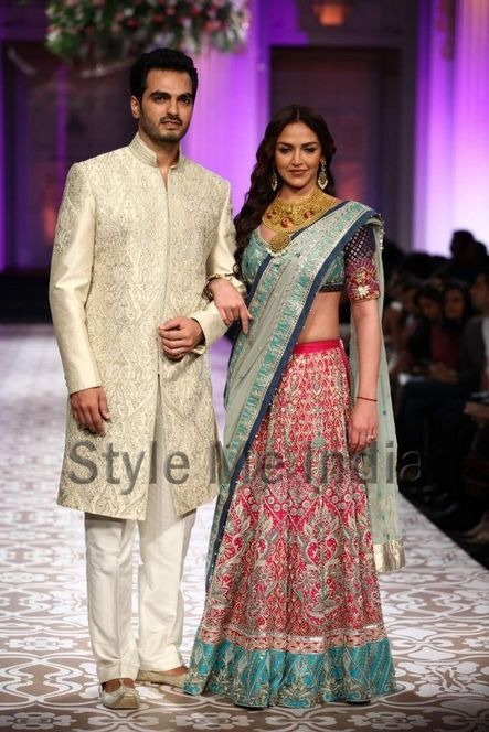 Esha Deol and Bharat Takhtania showstopper for Azva at Aamby Bridal Fashion Week 2012