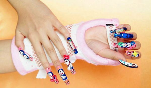 Japanese Nail Art | EAST AND WEST COLLIDE: JAPANESE NAIL ART INVADES THE U.S