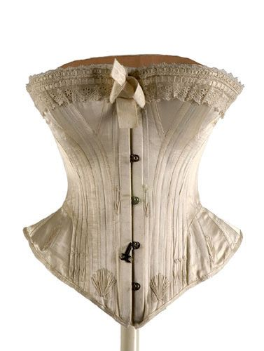Silk satin corset, made in Paris ca. 1900-1908. From the Museo del Traje (Museum of Costume) in Madrid.