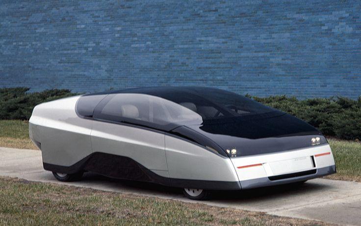 Chevrolet Express (1986). Футуристический газотурбинный концепт-кар создавался как видение автомобиля XXI века. Немудрено, что парой лет позже он снялся в фильме «Назад в будущее II» — Express можно увидеть в будущем 2015 году, куда попадает Марти Макфлай.