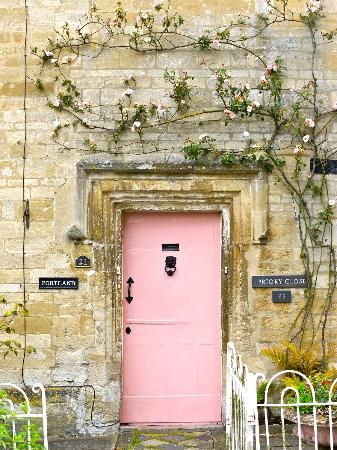 Charming Cotswold door.sometimes there is the need for a little pink , now thats what we wish to see at the weekend when we get awat from work for the weekend , summer cottage to give you that friday woolly feeling