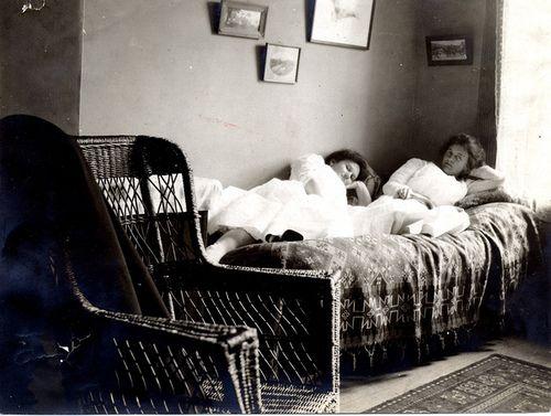 29 best vintage dorm rooms images on pinterest