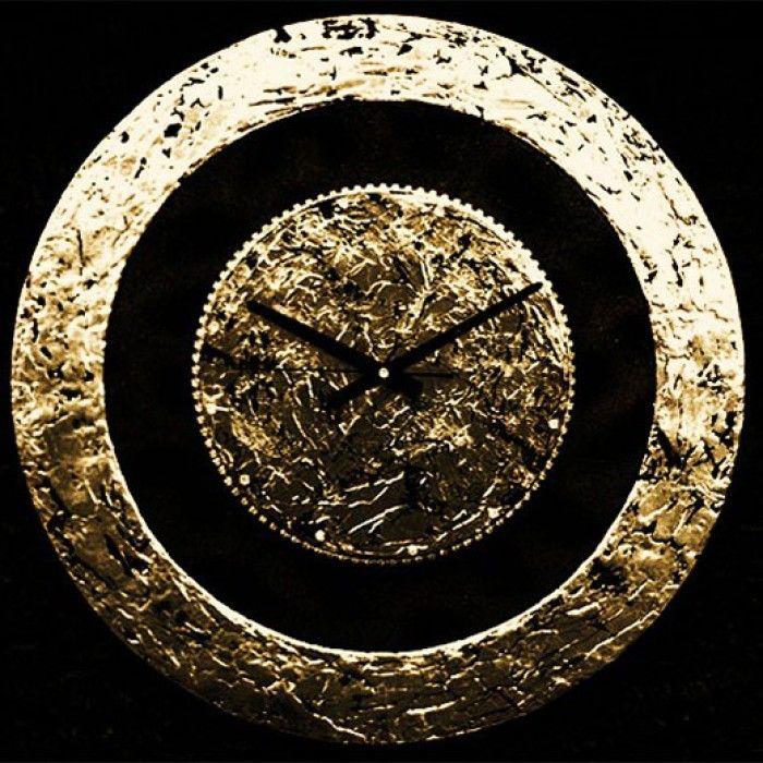 Διακοσμητικό χειροποίητο ρολόι τοίχου με φύλλο χρυσού, ακρυλικό μαύρο χρώμα, ύφασμα μποκαρ μαύρο με glitter, κρύσταλλα ASFOYR σε μεταλλική αλυσίδα, μεταλλικούs δείκτεs και αθόρυβο μηχανισμό  Διάμετρος 60cm.