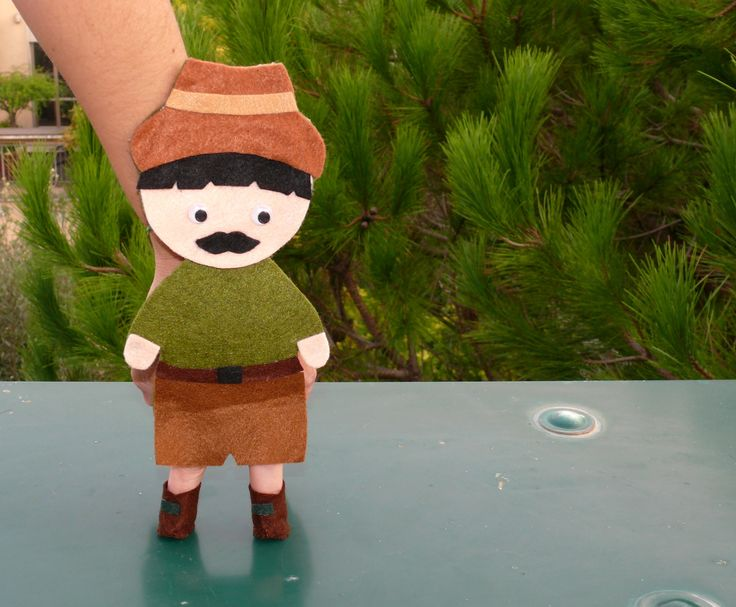 """Marionetta in feltro rigido e pannolenci della serie """"Cappuccetto rosso"""" (il cacciatore), per raccontare le favole classiche ai tuoi bimbi divertendoti insieme a loro!  Creazione fatta a mano."""