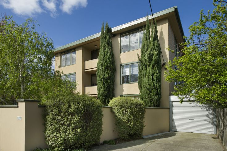 5/574 Glenferrie Rd, HAWTHORN. Auction 11am 31st October 2015. SOLD $506,000.