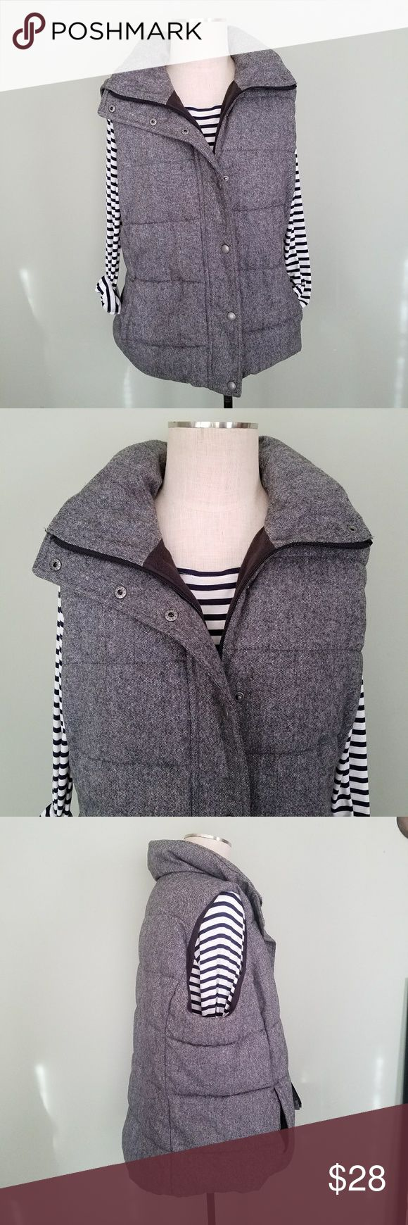 """Old Navy Plus Size Tweed Puffer Vest Old Navy. Women's Plus Size XXL (2X). Quilted Tweed Puffer Vest. Fleece lined.  Medium Charcoal / Gray / Black Heathered.  Full zip up front with snap button overlay. Functioning front pockets. 55% Recycled wool. 35% Polyester. 10% Other. Great condition! Bust- 26"""" Length- 26"""" Old Navy Jackets & Coats Vests"""