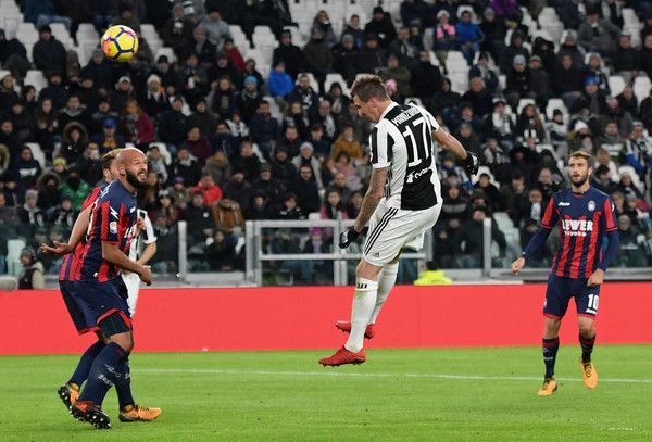 Mario Mandzukic of Juventus scores the opening goal during the Serie A match between Juventus and FC Crotone at Allianz Stadium on November 26, 2017 in Turin, Italy.