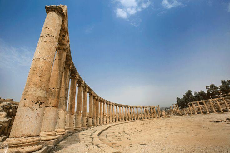 Jerash jordan pillar roman ruins
