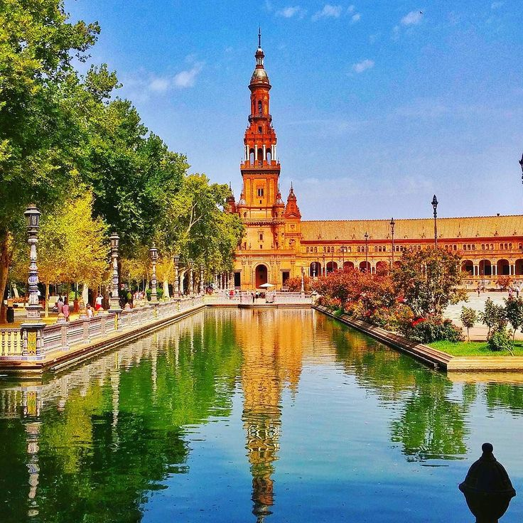 Plaza de Espana Sevilla Spain #plazadeespaña #españa #spain#espana #ispanya #sevilla #seville #andalucia #andalusia #build#awesome#amazing#holiday#vacation#trip#visit#europe #eurotrip #interrail #turkishairlines @turkishairlines #gezimanya #cokgezenlerkulubu #summer2015 #country #couchsurfing #ig_spain #spanish#instago #afew_photos
