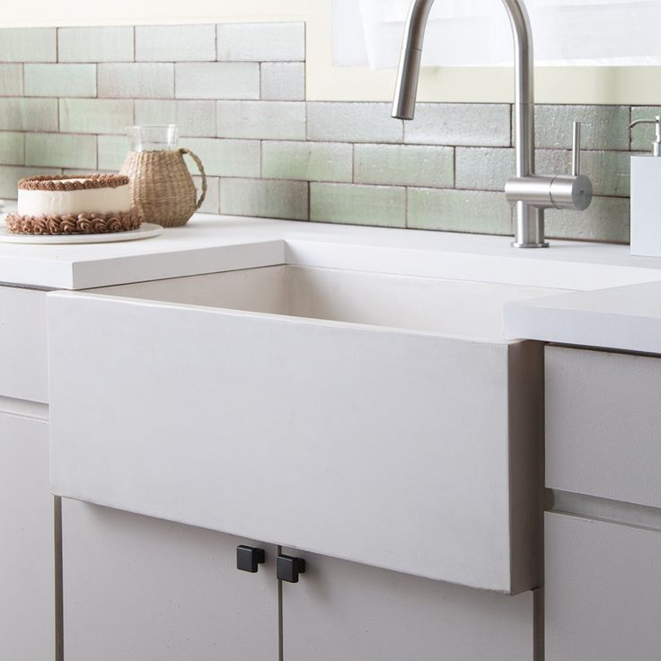 1000 Ideas About Apron Front Sink On Pinterest Modern Farmhouse Decor Shaws Sinks And Faucets