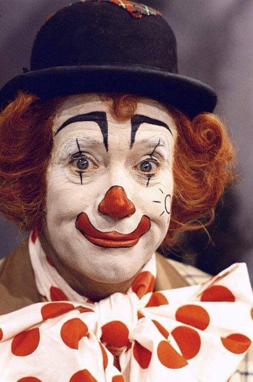 Pipo de clown en mamaloe reizen recht door zo'n en regen...