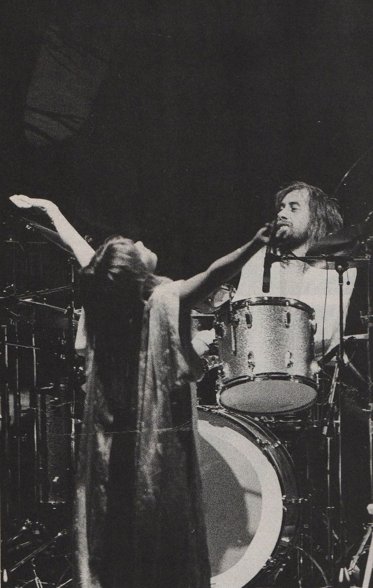 Stevie Nicks & Mick Fleetwood : look Stevie is such a goddess