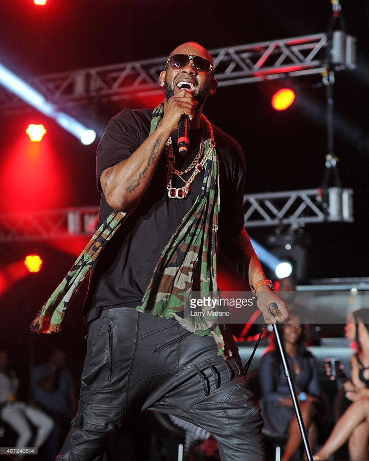 R. Kelly performs onstage at the 10th Annual Jazz in The Gardens Celebrating 10 Years of Great Music at Sun Life Stadium on March 21, 2015 in Miami Gardens, Florida.