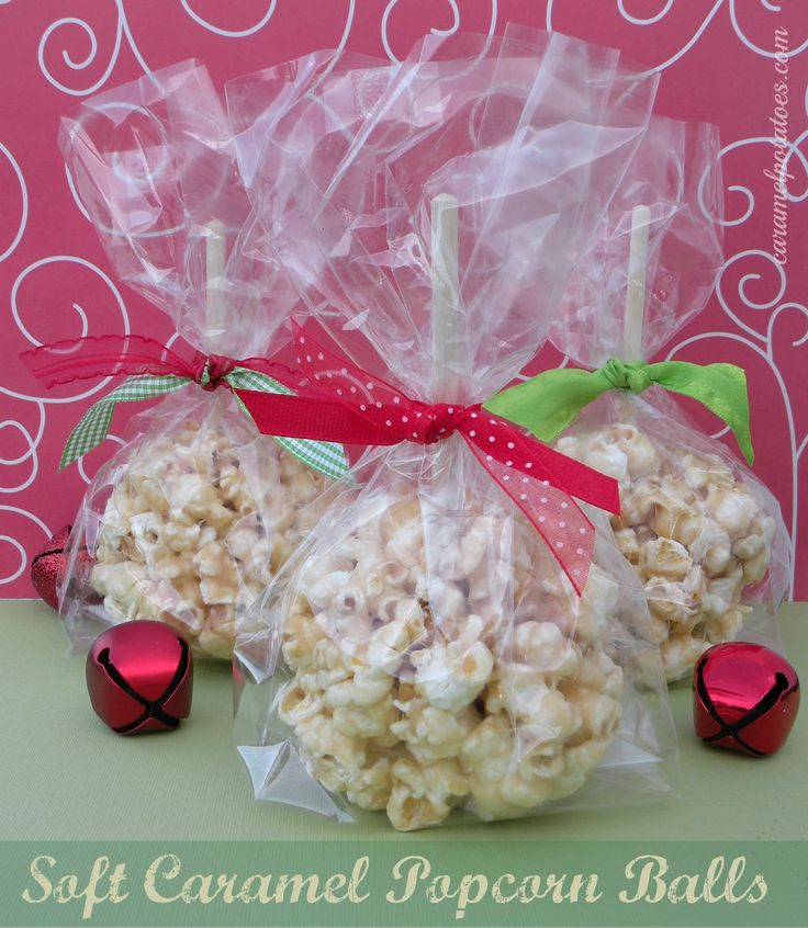 Caramel Popcorn Balls for Christmas - the kind that stay soft and gooey!   Easy to make {yeah}.