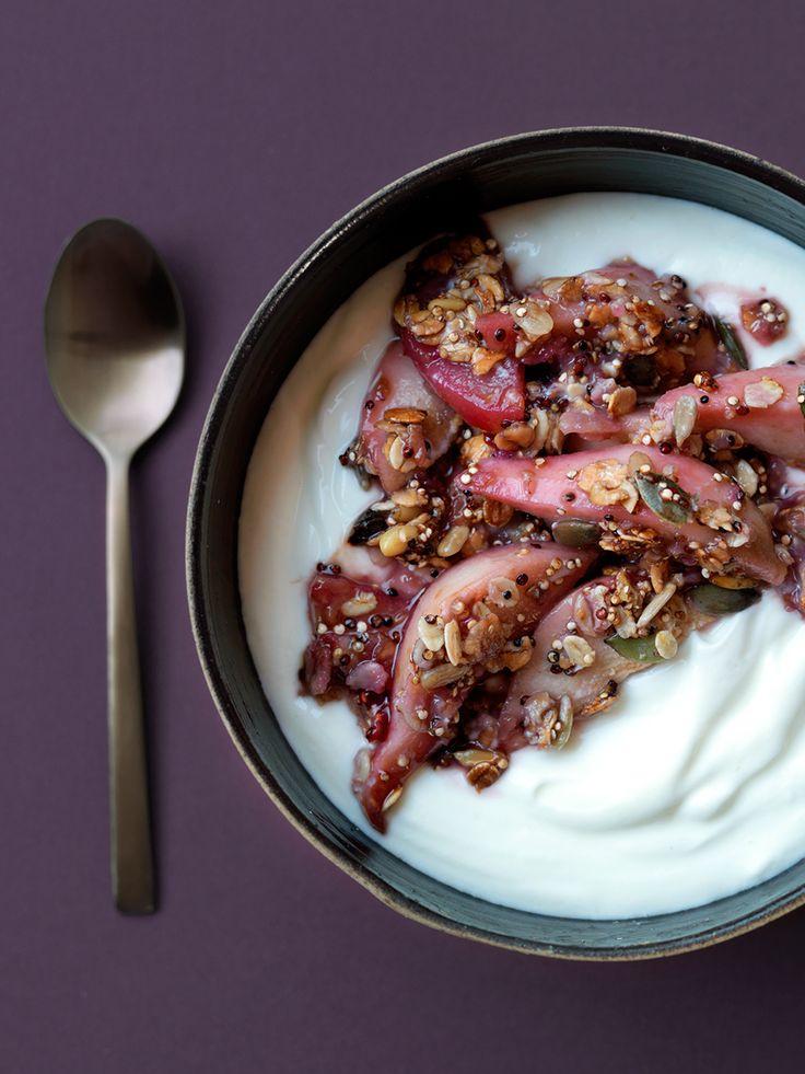 Homemade meusli met peertjes en yoghurt http://www.ztrdg.nl/editie/recept/muesli-met-peertjes/