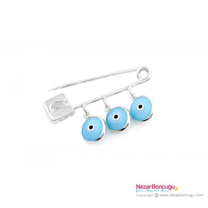 Mavi Nazar Boncuklu Gümüş Bebek İğnesi - 925 ayar gümüş ve çift taraflı kullanılabilen mavi cam nazar boncukları ile bu sevimli bebek iğnesi, erkek bebek hediye için son derece uygun. Nazar Boncuğu Resimleri