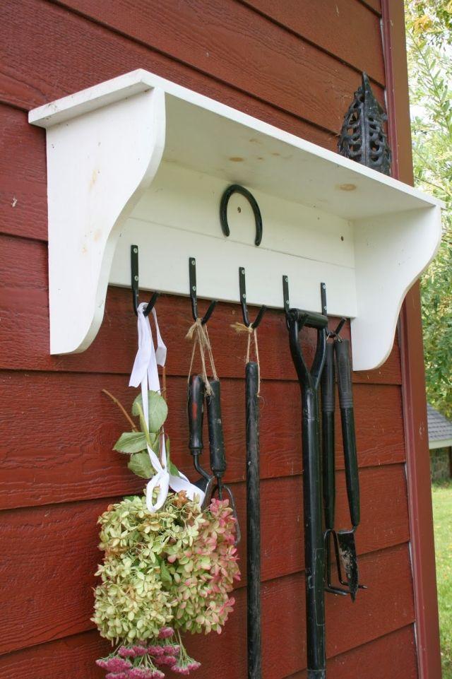 aufbewahrung der gartengeräteideen regal hacken aufhängen