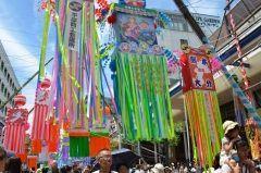 神奈川県平塚の夏の恒例イベントといえば湘南ひらつか七夕まつりだよね 今年ももちろん開催されるよ 10m以上はある大型の七夕飾りが平塚の中心部を彩ることで有名 露店も沢山出店するから観光客も沢山来て賑わうんだ  以外と見どころがあるイベントだから行ってみるといいよtags[神奈川県]