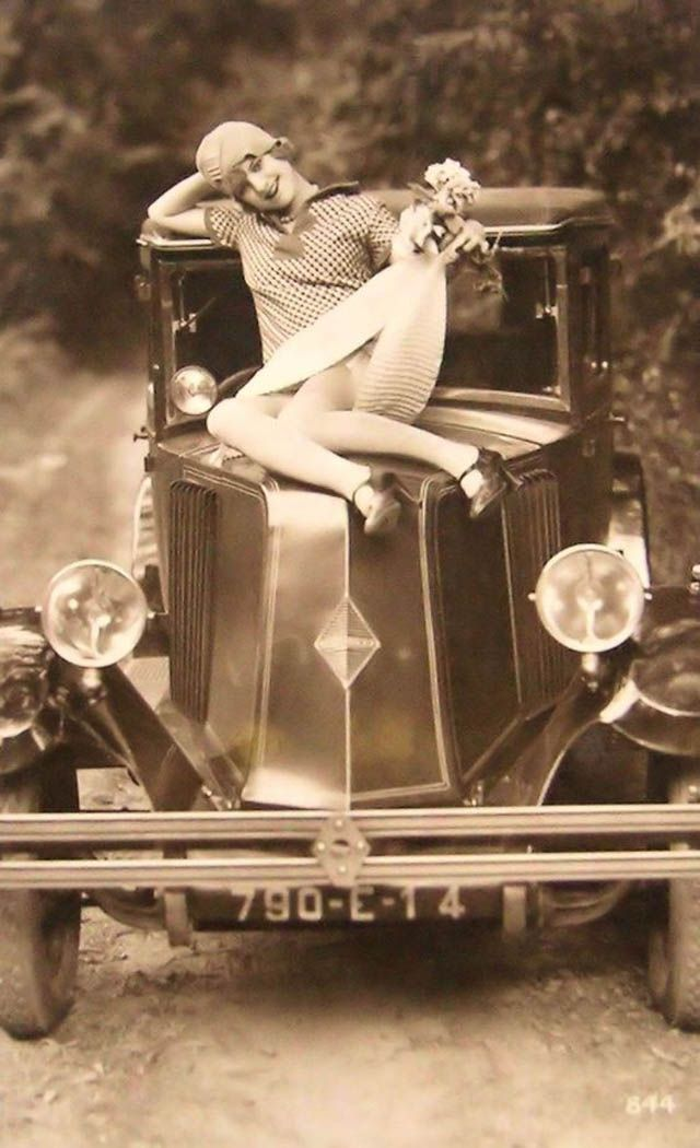 1000 Images About Retro Vintage On Pinterest: 22 Funny Vintage Photos Of Flappers Posing With Their